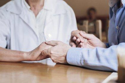 Coronavirus.- Sanidad precisa que es inconstitucional excluir de forma general a los mayores de 80 años de tratamiento