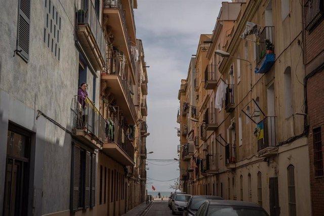 Calle de Barcelona vacía durante el tercer día laborable del estado de alarma por coronavirus, en Barcelona/Catalunya (España) a 18 de marzo de 2020.