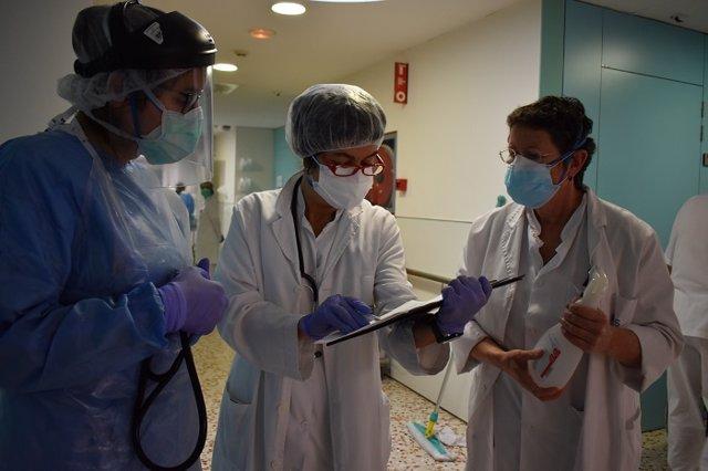 Equip de professionals sanitaris de l'Hospital Santa Caterina de Salt (Girona)