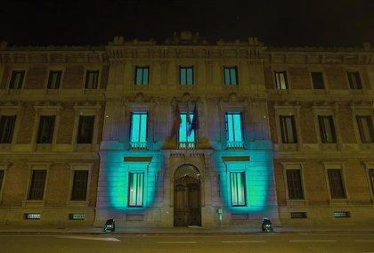El Parlamento de Navarra se iluminará de verde todas las noches en apoyo al personal sanitario