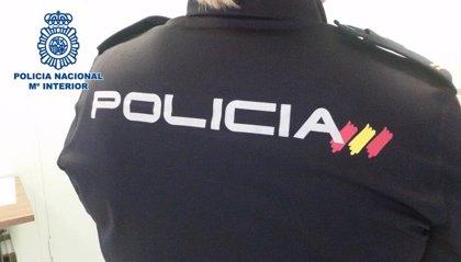 La Policía investiga la muerte de un hombre tras sufrir una caída y cortarse en el cuello en la calle en València