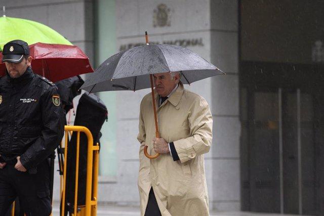El extesorero del PP Luis Bárcenas llega a la Audiencia Nacional para saber si ingresa ya en prisión por Gürtel