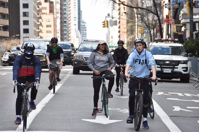 Ciclistas en Nueva York durante la crisis del coronavirus