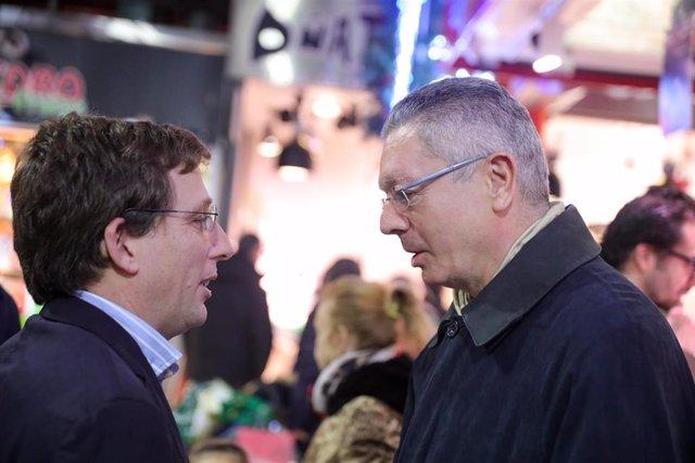 El alcalde de Madrid, José Luis Martínez-Almeida y Alberto Ruiz-Gallardón. Archivo.