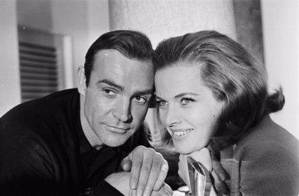 Muere Honor Blackman, chica Bond y actriz de Los Vengadores, a los 94 años