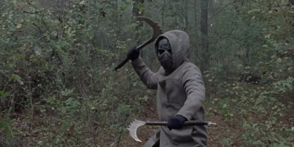 8. The Walking Dead 10x16: ¿Quién está tras la máscara de hierro?