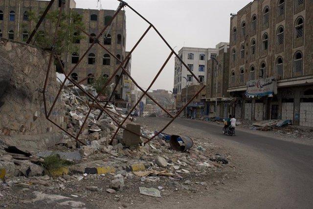 Escuela destruida por un bombardeo en Taiz (Yemen)