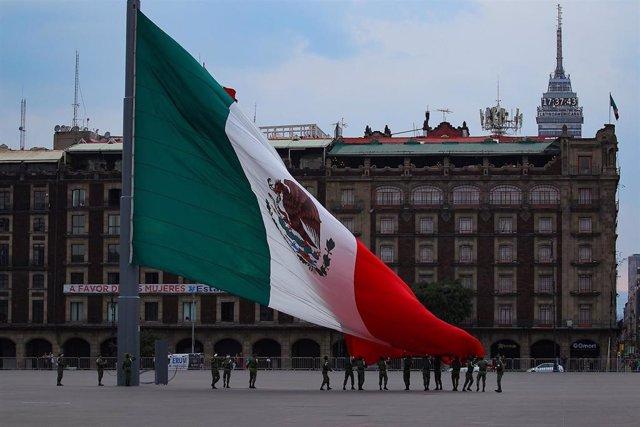 La emblemática plaza del Zócalo de Ciudad de México durante la pandemia de coronavirus