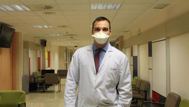 El doctor Lain Hermes González, especialista de la Clínica Universidad de Navarra