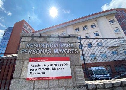 Investigan si una residencia de Mirasierra no dio mascarillas a internos en una desinfección militar