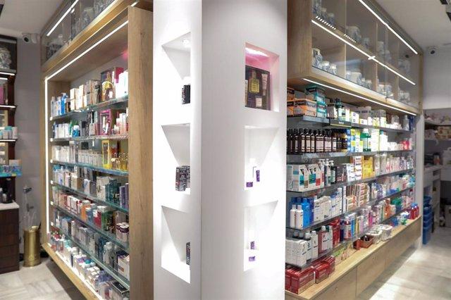 Imagen de medicamentos en una farmacia