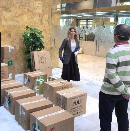 Junta recibe otras 29.200 mascarillas y 1.420 guantes para trabajadores de ayuda a domicilio en Cádiz