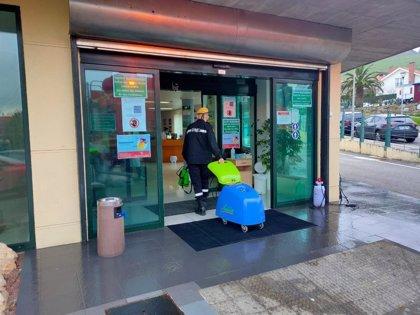 La UME desinfecta el interior y exterior de residencias de mayores de Cantabria