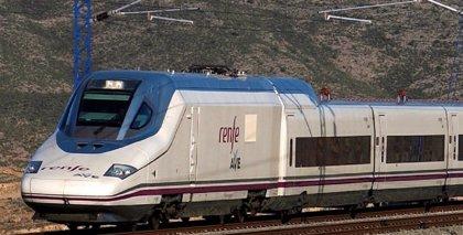 Adif justificará a la CNMC que Renfe tenga contrato a diez años en los AVE que se abren a la competencia