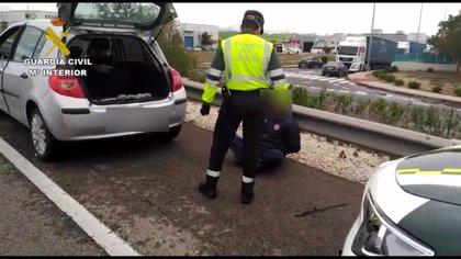 Detenido con 1,5 kilos de polen de hachís ocultos en el coche en un control de tráfico por el confinamiento