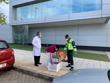 La Escuela de Tráfico de la Guardia Civil de Mérida cede 70 bandejas porta-comidas al Hospital Casaverde