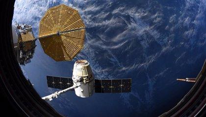Un carguero Dragon vuelve a la Tierra con valiosos experimentos científicos