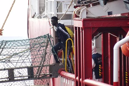 Italia cierra sus puertos al desembarco de migrantes rescatados en el Mediterráneo por el coronavirus