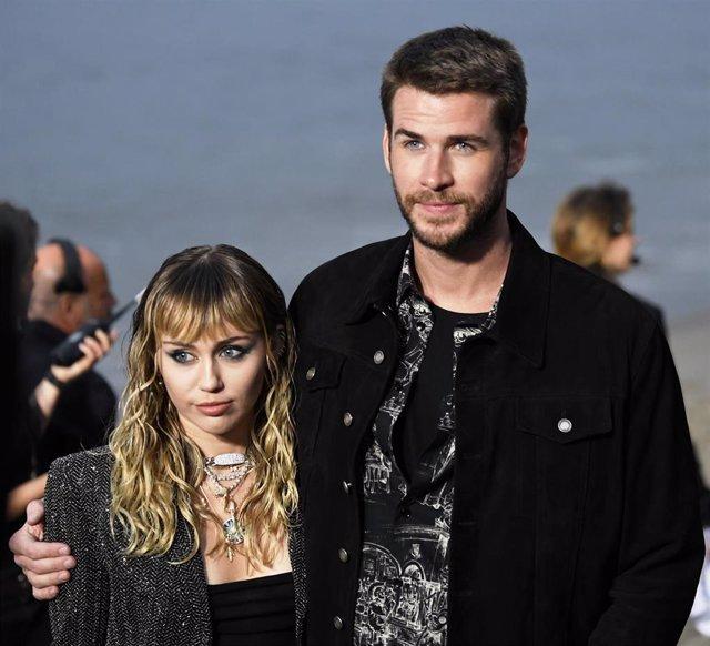 Miley Cyrus y Liam Hemsworth en 'Saint Laurent Mens Spring Summer'