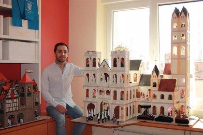 Un segoviano celebra la Semana Santa en miniatura