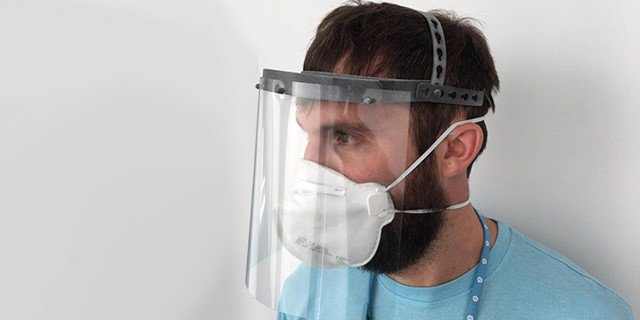 Protector facial hecho mediante impresión 3D