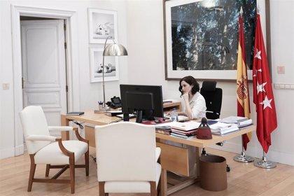 """Ayuso se reúne con los portavoces parlamentarios: le siguen exigiendo """"más información"""""""