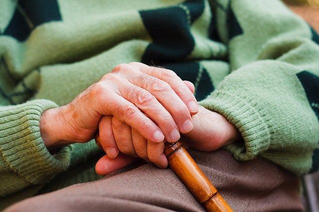 Imagen de recurso de una persona mayor