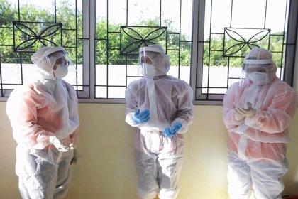 Varios pasajeros de un ferry con tres casos de coronavirus a bordo saltan al agua tras no poder atracar en Indonesia