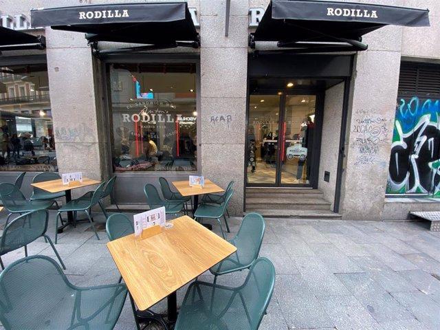 Terraza de uno de los restaurantes de Rodilla en la capital, franquicia española de comida rápida especializada en sándwiches, en Madrid (España), a 13 de febrero de 2020.