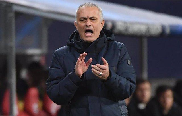 José Mourinho dirigiendo al Tottenham en el duelo de octavos de la Champions ante el Tottenham