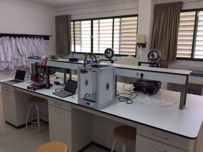 La UIB pone a disposición de los centros hospitalarios seis impresoras 3D
