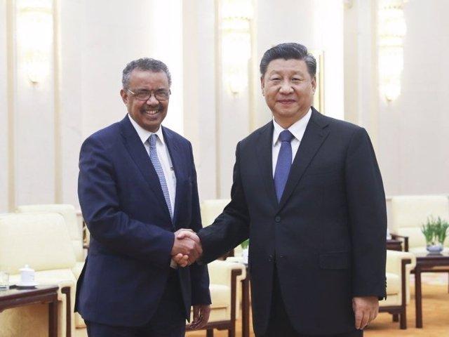 El presidente chino, Xi Jinping, se reúne con el director general de la Organización Mundial de la Salud (OMS), Tedros Adhanom Ghebreyesus, en el Gran Salón del Pueblo de Pekín, capital de China. 28 de enero de 2020.