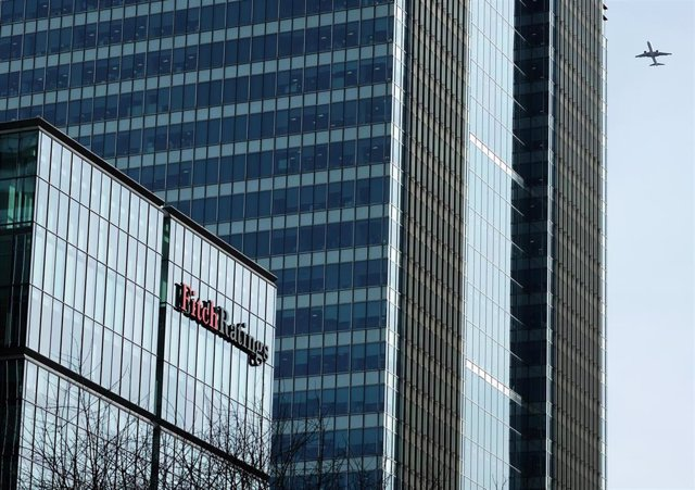 """FILED - 17 March 2017, England, London: Fitch Ratings' logo can be seen on the top of its building. Credit ratings agency Fitch revised Turkey's outlook from """"negative"""" to """"stable"""" on Friday and affirmed its BB- rating. Photo: Jens Kalaene/dpa-Zentralbild"""