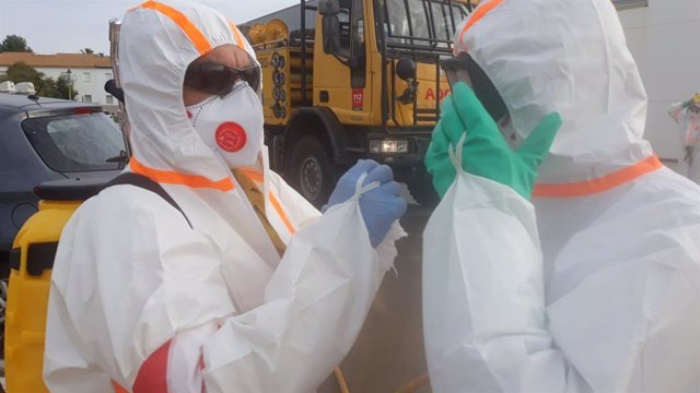 Trabajadores del Infoca ejecutan labores de desinfección por el coronavirus