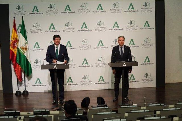 El vicepresidente de la Junta, Juan Marín, y el consejero de la Presidencia, Elías Bendodo, este miércoles en la rueda de prensa del Consejo de Gobierno.