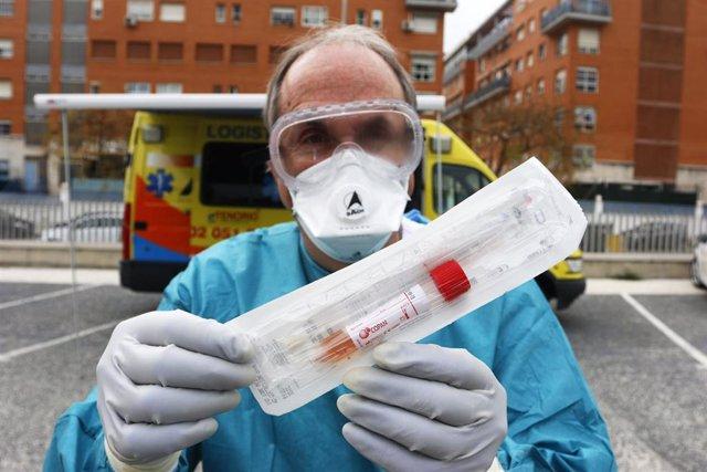 Dispositivo sanitario de la prueba test del PCR para detectar la infección por coronavirus
