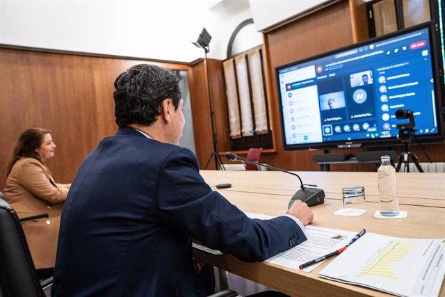 Juanma Moreno participa en una videoconferencia con el sector agroalimentario andaluz
