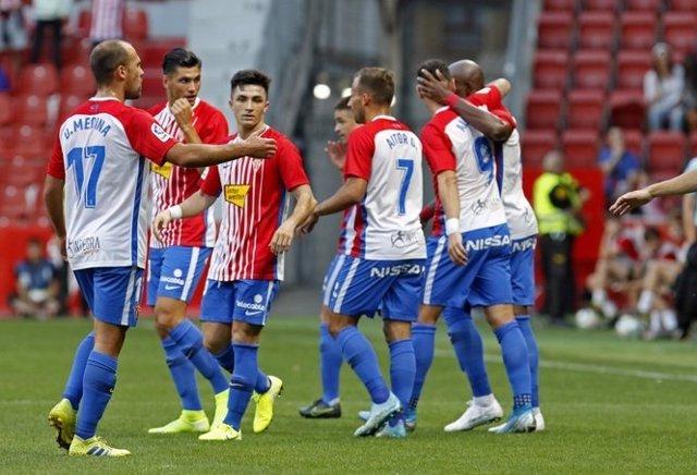 El Sporting de Gijón derrota al Almería en El Molinón