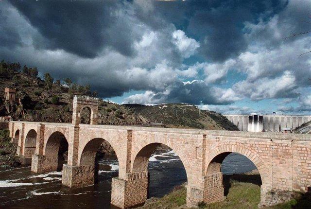 Puente Romano de Alcántara, lluvia, nubes, mal tiempo