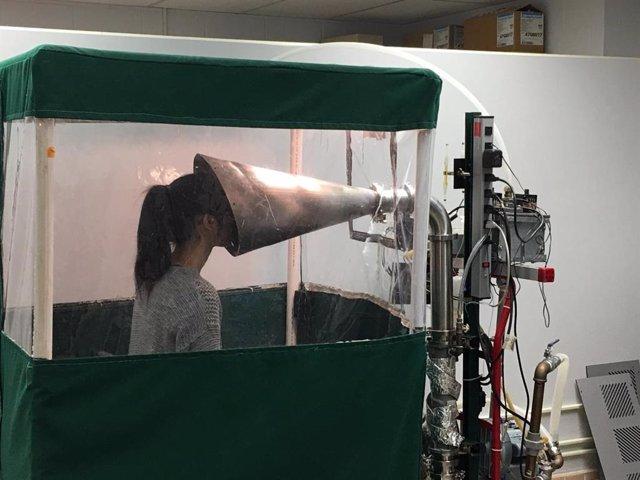 La máquina Gesundheit II mide los virus en el aliento exhalado.