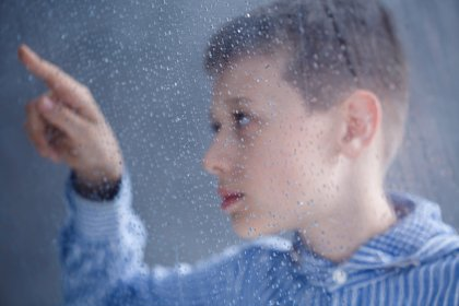 Autismo España pide una mejora de la atención sanitaria para las personas autistas con Covid-19