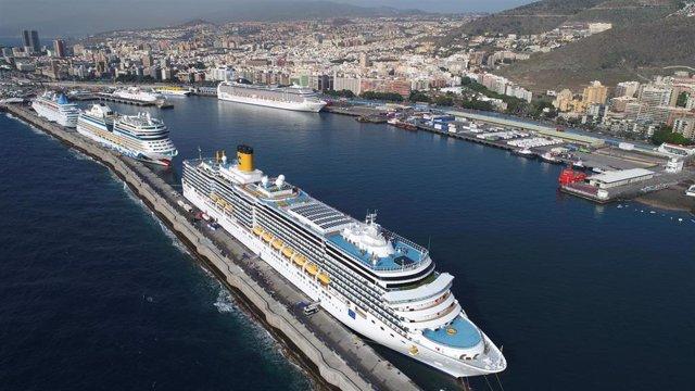 Imagen de archivo de cruceros en el Puerto de Santa Cruz de Tenerife