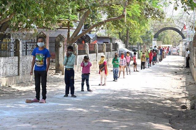 Coronavirus.- India confina los focos de contagio del coronavirus en la capital
