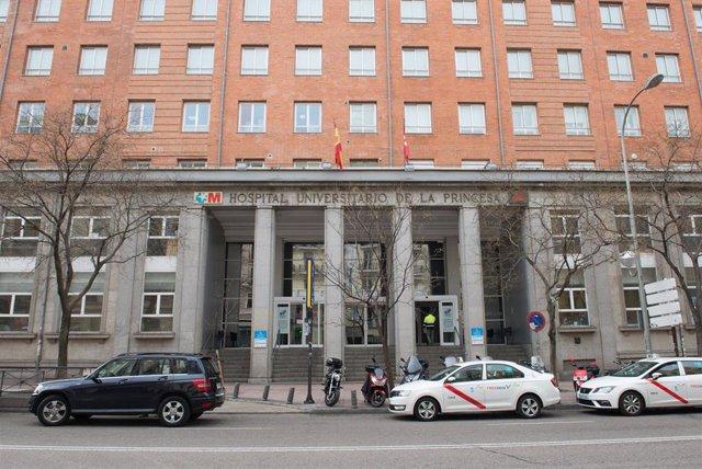Fachada del Hospital Universitario La Princesa donde se lucha contra el coronavirus, en Madrid (España), a 18 de marzo de 2020.