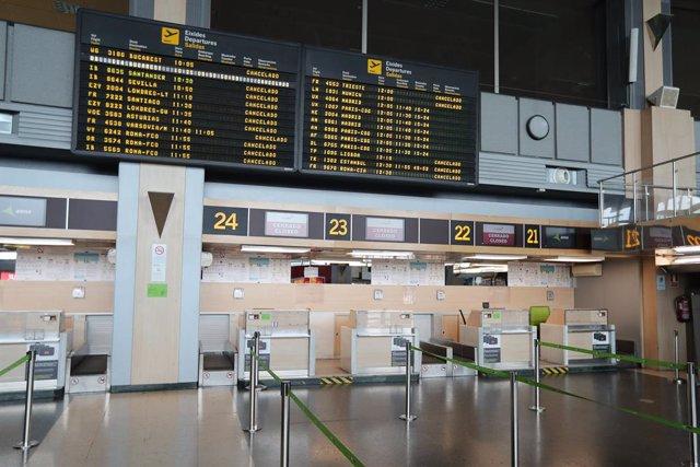 Aeropuerto de Valencia vacío durante el cuarto día del estado de alarma por coronavirus, en Valencia/Comunidad Valenciana (España) a 19 de marzo de 2020.