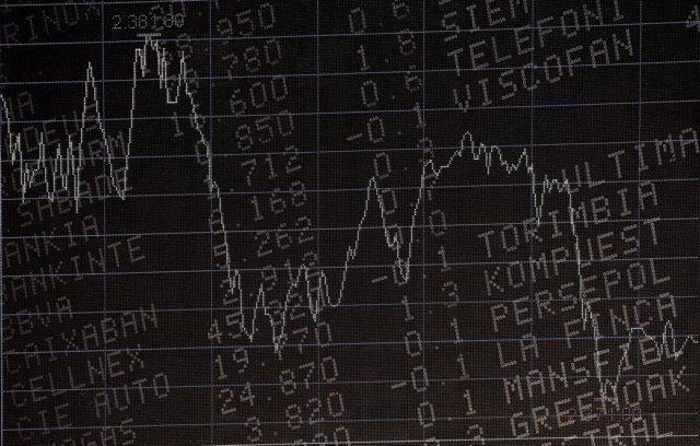 Economía.- El Ibex 35 escala un 7,4% en la semana y logra retener los 7.070 punt