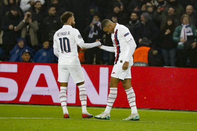 Fútbol.- Neymar y Mbappé aceptan una reducción salarial del 50% por el coronavir