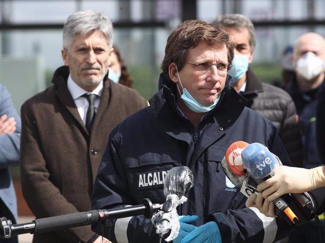 El alcalde de Madrid, José Luis Martínez-Almeida, junto al ministro de Interior, Fernando Grande-Marlaska.