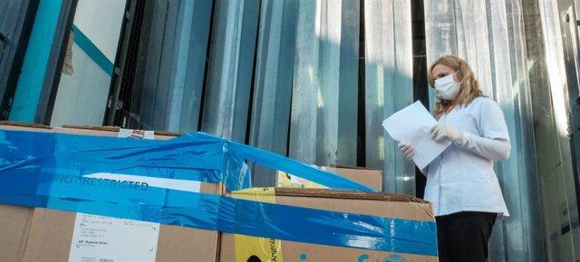 UNICEF entrega compuestos de comida y suministros sanitarios para proteger a los niños más vulnerables contra el coronavirus.