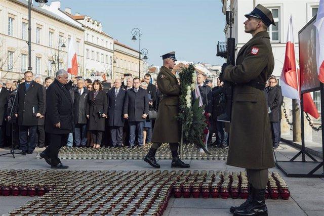 Homenaje  al ex presidente polaco Lech Kaczynski en el décimo aniversario del accidente aéreo en el que murió